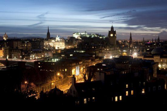 Cityscape of Edinburgh at night